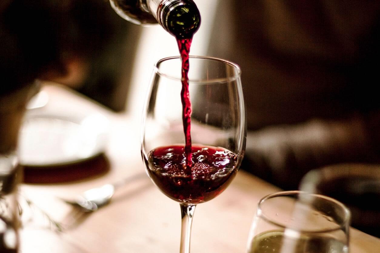 Bar de vinhos em Paris : 5 endereços imperdíveis!