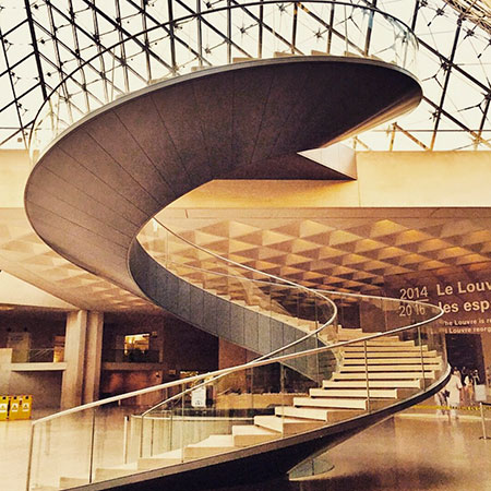 museu-do-louvre-interior-1
